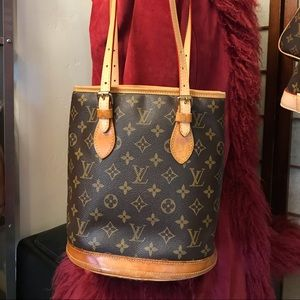 LOUIS VUITTON Bucket Handbag.